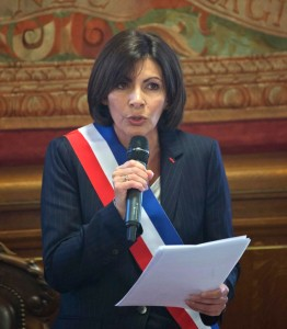 anne hidalgo taking the oath of office in paris