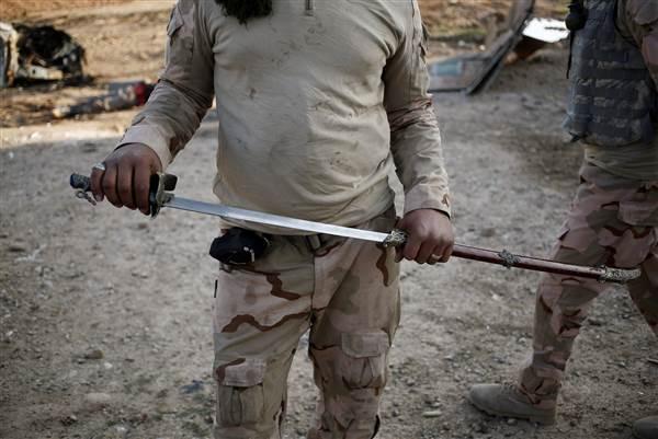 161116-mosul-beheading-isis-sword-cr-0613_92c630c820ae5e9301bbbdc8293463d9.nbcnews-ux-600-480.jpg