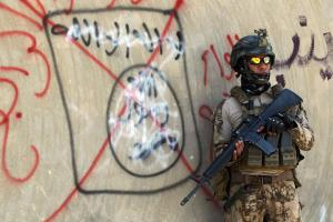iraqi-soldier-isis-graffiti